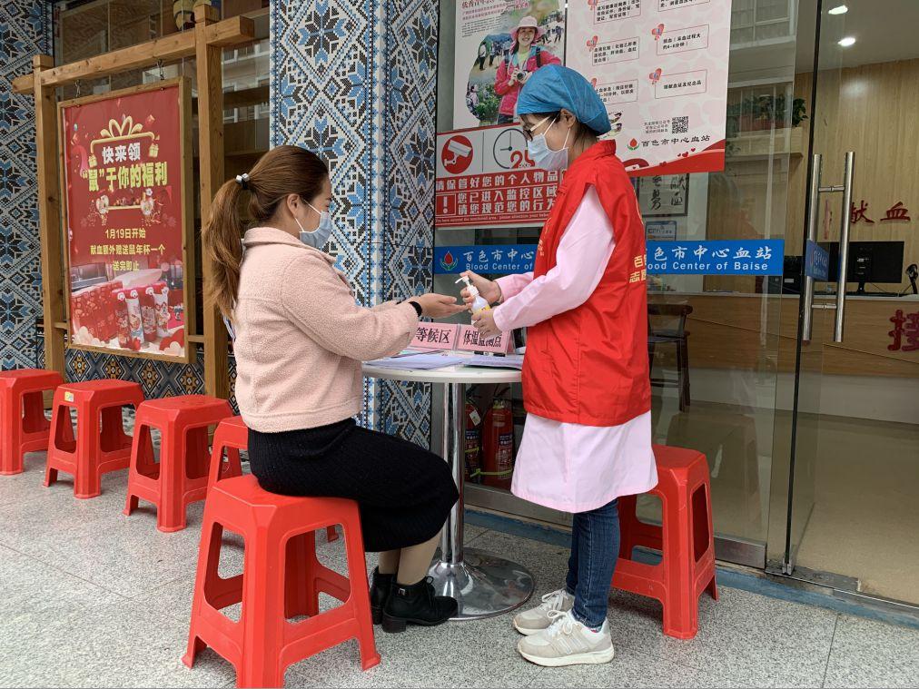 抗击疫情 血站志愿者在行动